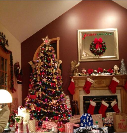 The big tree with about half of the presents!